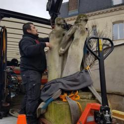 Manutention d'une statue
