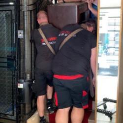 Portage d'un coffre fort de 430 kg